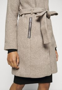 Vero Moda Petite - VMCLASSBESSY JACKET - Classic coat - sepia tint/melange - 5