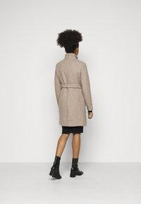 Vero Moda Petite - VMCLASSBESSY JACKET - Classic coat - sepia tint/melange - 2