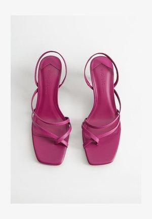 DANNY - T-bar sandals - brombeere