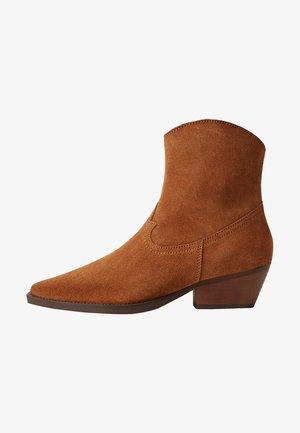 AUSTIN - Classic ankle boots - medium brown