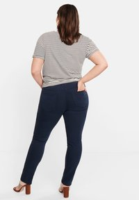 Violeta by Mango - JULIE - Jeans Slim Fit - royal blue - 2