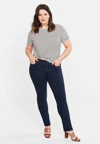 Violeta by Mango - JULIE - Jeans Slim Fit - royal blue - 1