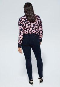 Violeta by Mango - SLIM FIT JEANS SUSAN - Slim fit jeans - diep donkerblauw - 2