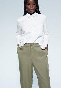 Violeta by Mango - NAIROBI - Trousers - khaki - 3