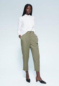 Violeta by Mango - NAIROBI - Trousers - khaki - 1