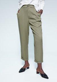 Violeta by Mango - NAIROBI - Trousers - khaki - 0