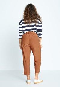 Violeta by Mango - PLEAT - Trousers - bräunliches orange - 2