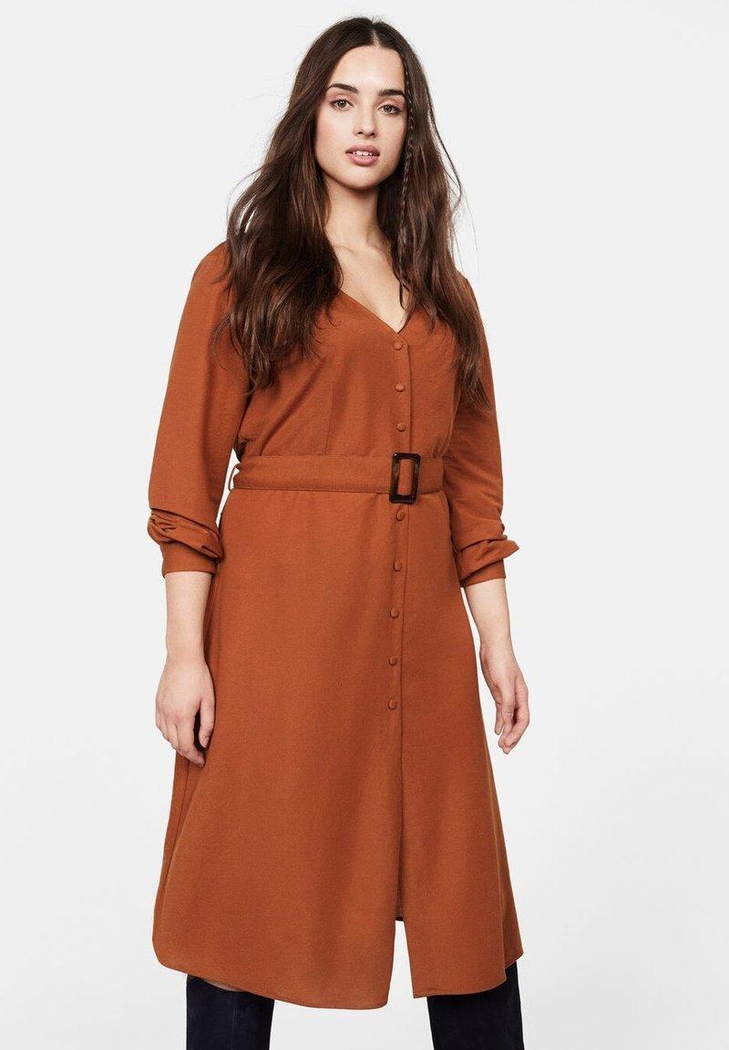 Violeta by Mango - PAULA - Shift dress - brownish orange