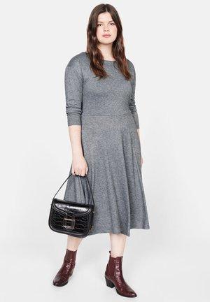 TWISTER - Sukienka dzianinowa - grey