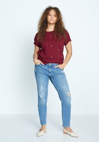 Violeta by Mango - EASYLUX - T-shirts print - donkerrood - 1