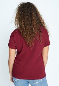 Violeta by Mango - EASYLUX - T-shirts print - donkerrood - 2