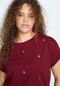 Violeta by Mango - EASYLUX - T-shirts print - donkerrood - 3