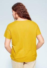 Violeta by Mango - BEGO - T-shirts print - mosterd - 2