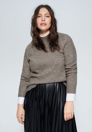MULAN - Stickad tröja - medium brown