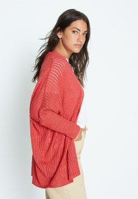 Violeta by Mango - ESTORIL - Cardigan - erdbeerrot