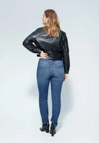 Violeta by Mango - SUSAN - Jeans Slim Fit - dark blue - 1