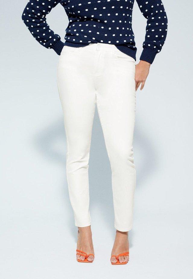 JULIE - Slim fit jeans - white