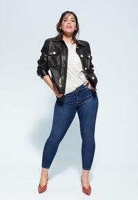 Violeta by Mango - KYLIE - Jeans Skinny Fit - dunkelblau - 1