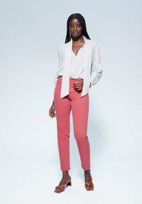 Violeta by Mango - JULIA - Jeans Slim Fit - orange - 1