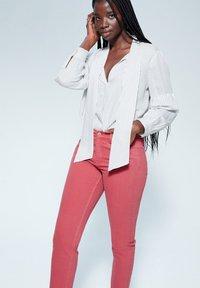 Violeta by Mango - JULIA - Jeans Slim Fit - orange - 3