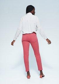 Violeta by Mango - JULIA - Jeans Slim Fit - orange - 2