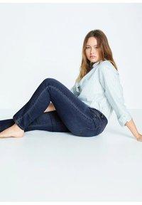 Violeta by Mango - SUSAN - Jeans Slim Fit - dunkelblau - 4