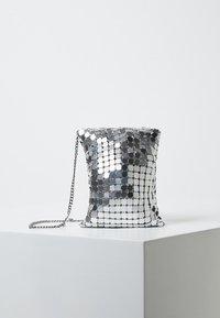 Violeta by Mango - MESS - Torba na ramię - silver - 0