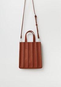 Violeta by Mango - ACORDEON - Shopping Bag - red - 1