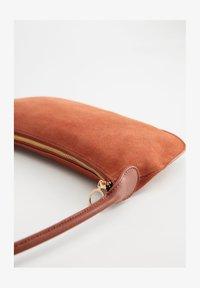 Violeta by Mango - LUNA - Handtasche - tobacco brown - 1