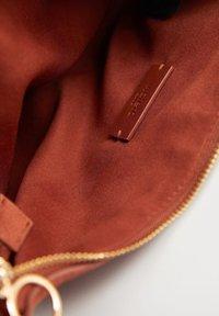 Violeta by Mango - LUNA - Handtasche - tobacco brown - 3