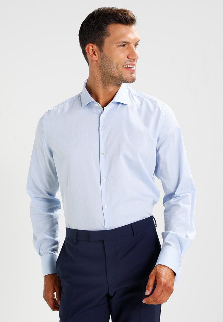 VON FLOERKE - SHINOSBUS SLIM FIT - Business skjorter - hellblau