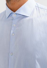 VON FLOERKE - SHINOSBUS SLIM FIT - Business skjorter - hellblau - 3