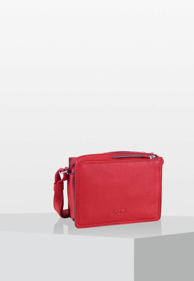 DELUXE ARLEEN - Across body bag - scarlet