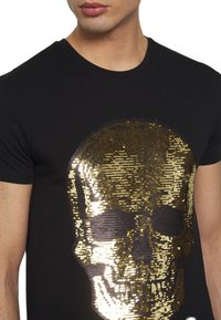 Volé la lumière - TWO FACED SEQUIN SKULL - T-shirt z nadrukiem - black - 4