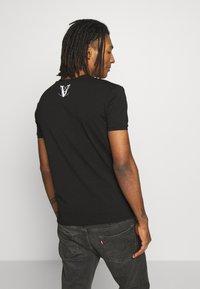 Volé la lumière - RHINESTONE SKULL - T-shirt print - black - 2
