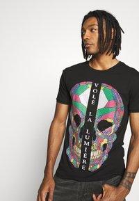 Volé la lumière - RHINESTONE SKULL - T-shirt print - black - 3