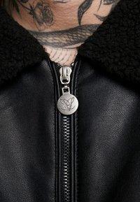 Volé la lumière - BORG COLLAR JACKET - Faux leather jacket - black - 5