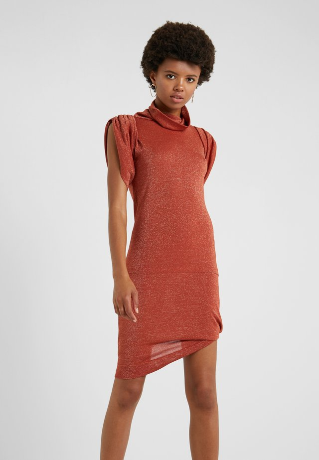 PUNKATURE DRESS - Sukienka z dżerseju - rust