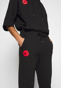 Vivienne Westwood Anglomania - CLASSIC TRACKSUIT BOTTOMS TIME TO ACT - Tracksuit bottoms - black - 4