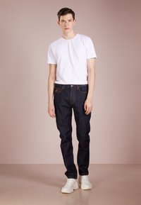 Vivienne Westwood Anglomania - CLASSIC - Jeans Tapered Fit - blue denim - 1