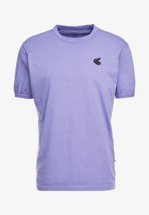 NEW CLASSIC BADGE - Basic T-shirt - lilac