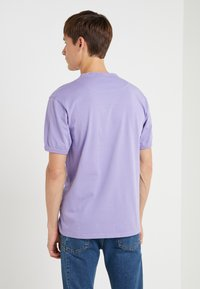 Vivienne Westwood Anglomania - NEW CLASSIC BADGE - T-Shirt basic - lilac - 2