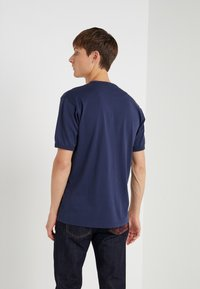 Vivienne Westwood Anglomania - NEW CLASSIC BADGE - T-Shirt basic - navy - 2