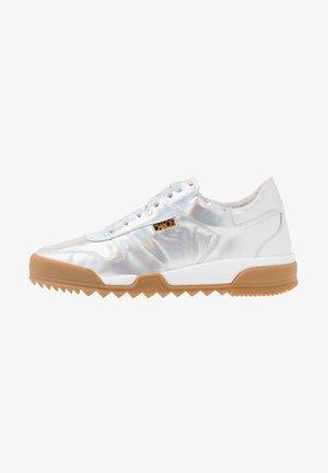 ELCHO - Sneakersy niskie - silver