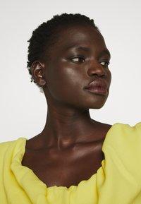 Vivienne Westwood - LONG GINNIE DRESS - Iltapuku - yellow - 3