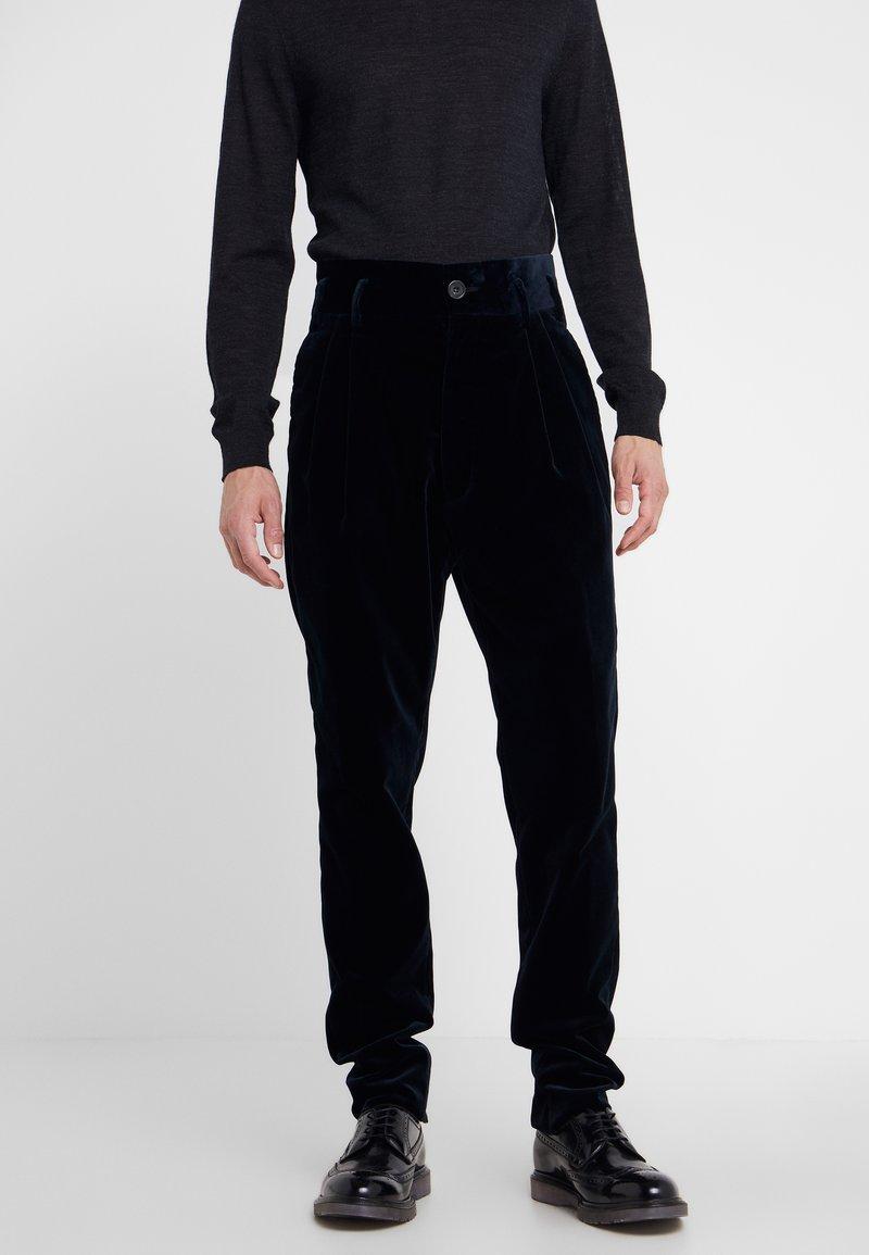 Vivienne Westwood - JAMES BOND TROUSER - Suit trousers - navy