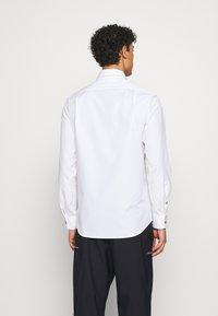 Vivienne Westwood - BUTTON KRALL CLASSIC - Hemd - white - 2