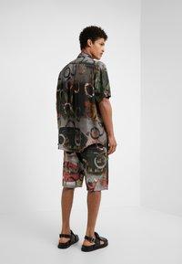 Vivienne Westwood - TARAS SHIRT FETZEN - Košile - multicolor - 2