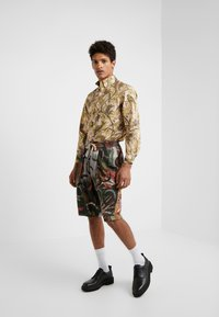 Vivienne Westwood - BUTTON KRALL CLASSIC SHIRTING - Hemd - paradise - 1