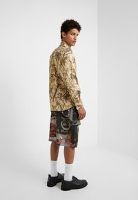 Vivienne Westwood - BUTTON KRALL CLASSIC SHIRTING - Hemd - paradise - 2